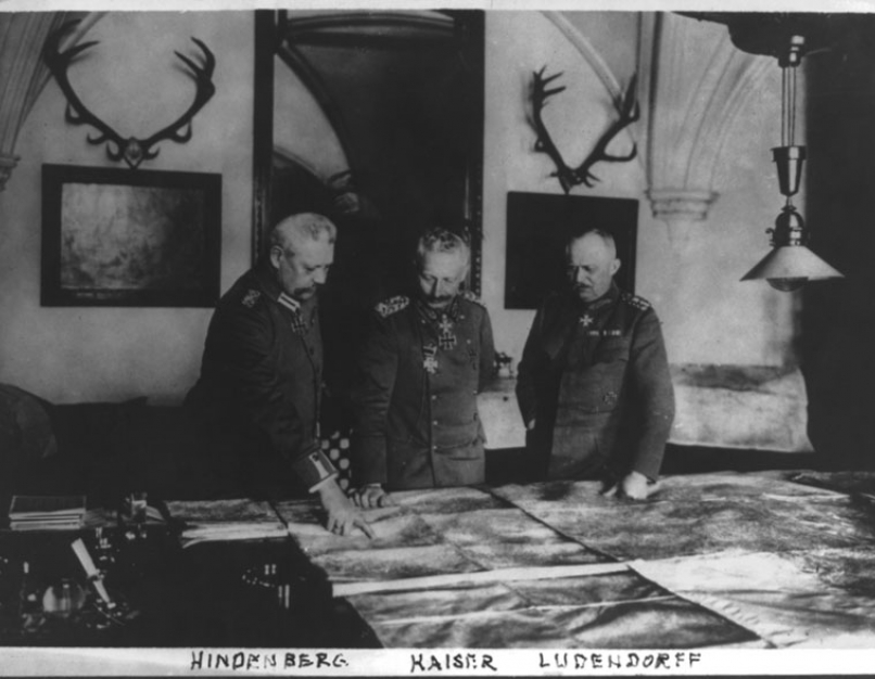 Erich Ludendorff with staff
